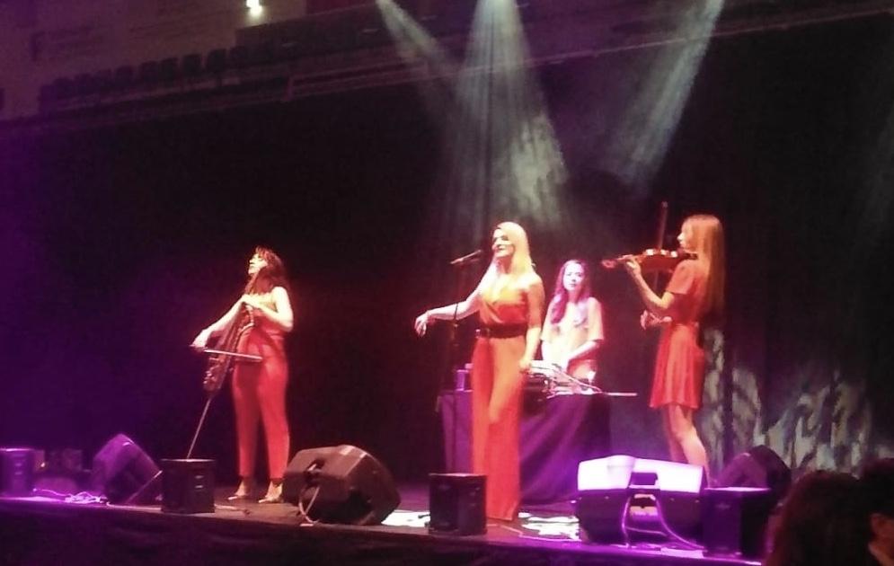 HPUPE4836 - RUBY RED - Showact Gesang, Geige, Cello und DJane umrahmen großen Event in der Schwalbearena Gummersbach